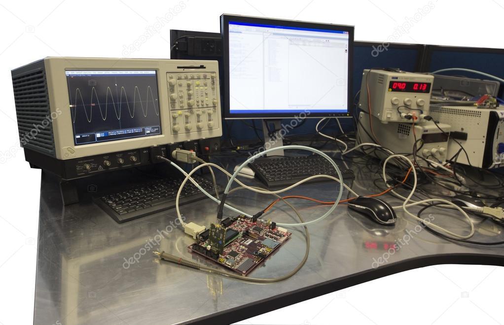Tavolo Da Lavoro Elettronica : Banco da lavoro ingegnere elettronico u foto stock jsantti