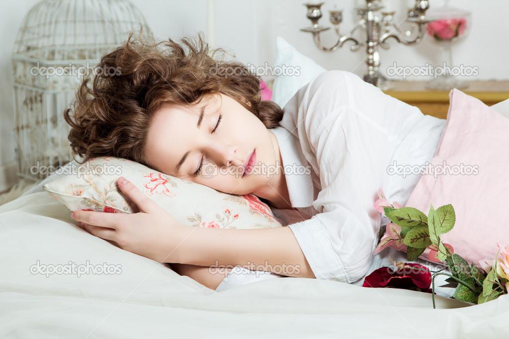 спят девушки фото