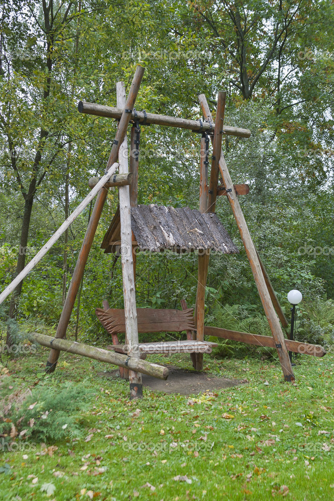 Dřevěné houpačky z kulatiny