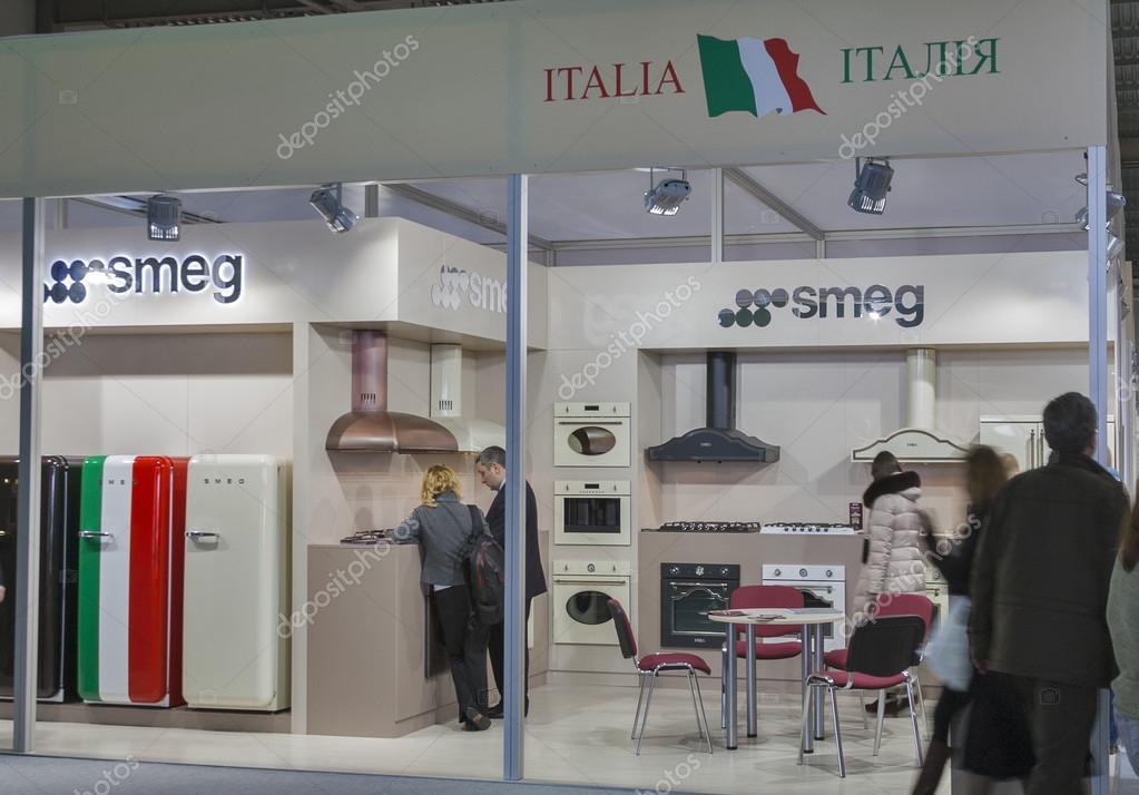 Smeg Kühlschrank Italien : Smeg italienischen haushaltsgeräte hersteller stand u2014 redaktionelles