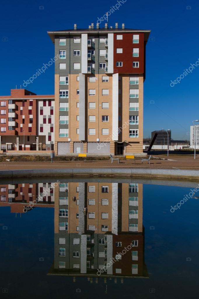Elegant Bau Von Neuen Häusern Mit Reflektion In Quelle U2014 Foto Von Siur