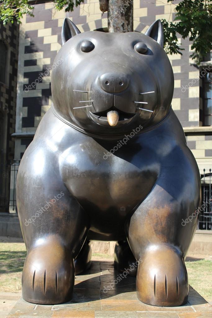 Plaza botero medellin colombia fernando botero statues fotos de stock alexei2902 32740235 - Fotos de botero ...