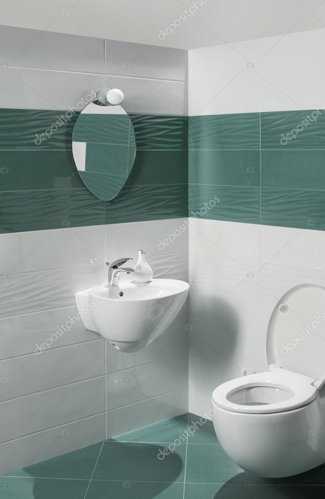 Dettaglio di un lussuoso bagno con elegante WC e lavabo \u2014 Foto di  DimitarMitev