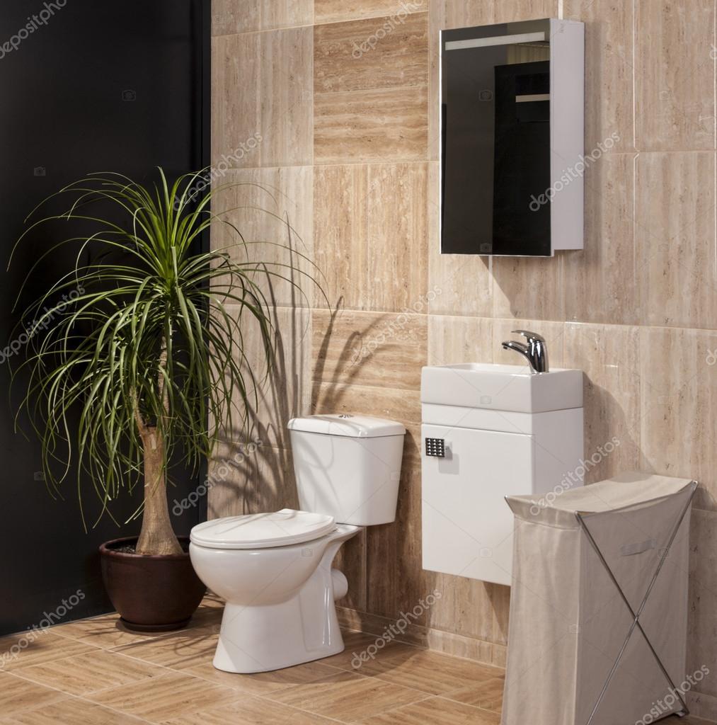 részlet egy fényűző fürdőszoba modern csempe és WC-vel — Stock ...