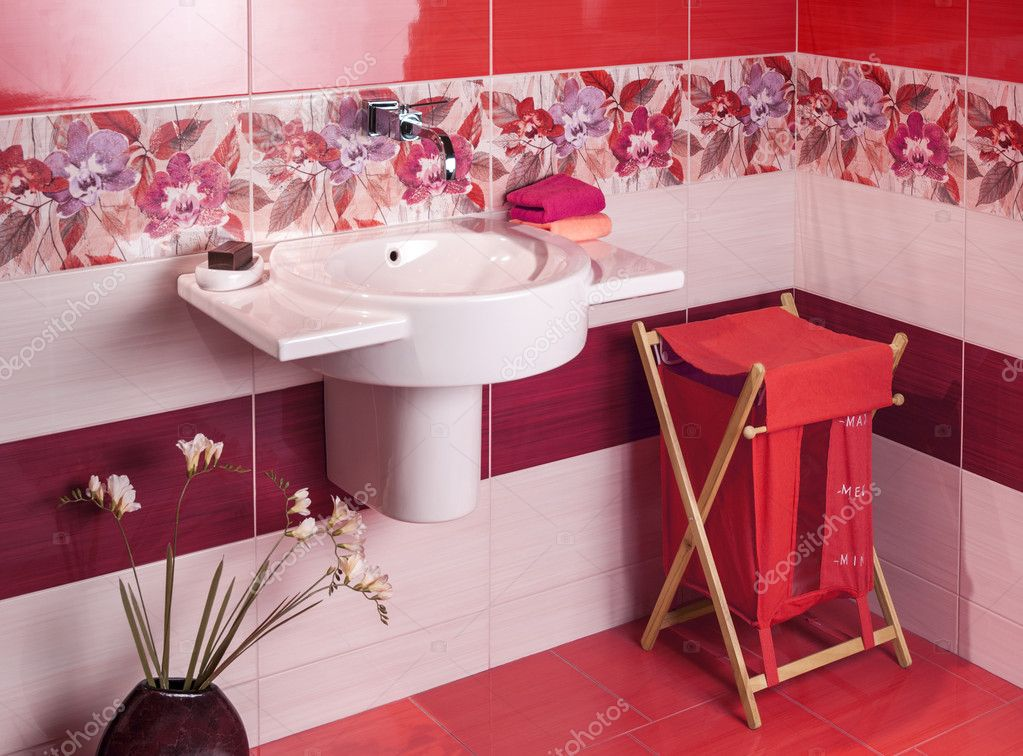 Detail Von Einem Modernen Badezimmer Mit Blumenmotiv Fliesen Und Accessor U2014  Stockfoto