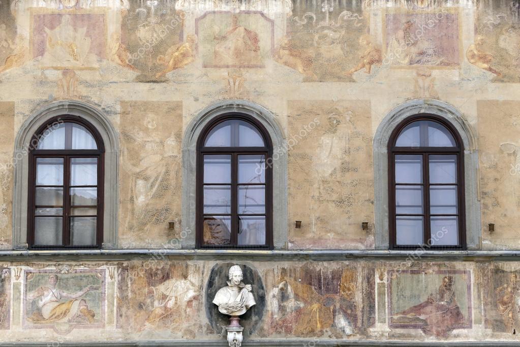 Beautiful Fassade Des Hauses Ist Mit Wandmalereien Verziert. U2014 Foto Von Casadaphoto