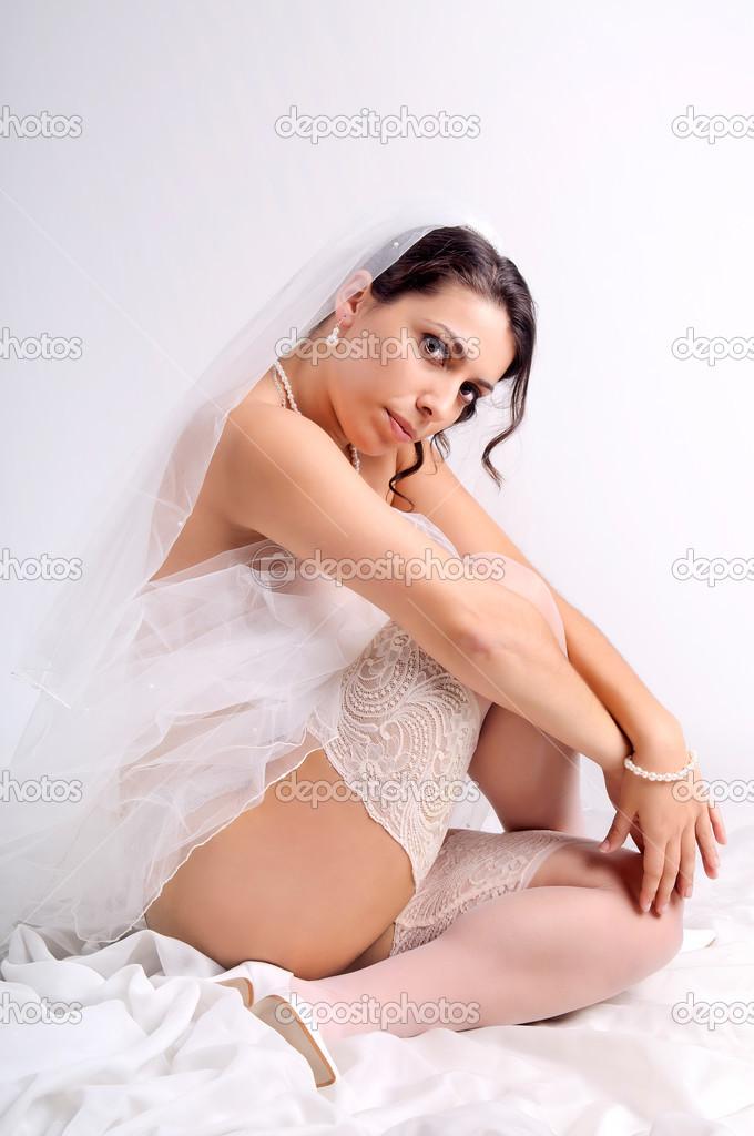 в носочках позирует невесту - 13