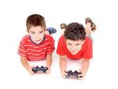 Fotografie chlapci hrají videohry