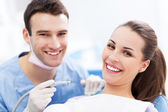 žena v kanceláři zubař