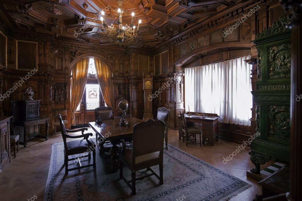 https://st.depositphotos.com/2239225/5093/i/950/depositphotos_50930607-stockafbeelding-pelisor-kasteel-interieur.jpg