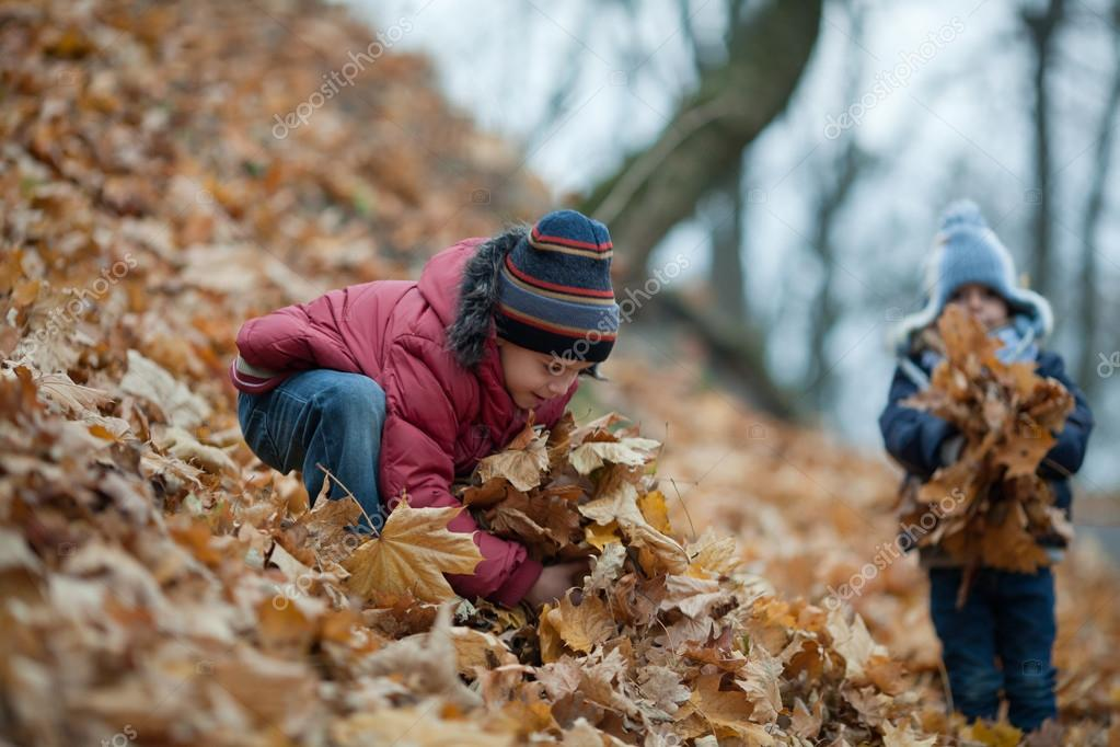 Children playing with the leaves