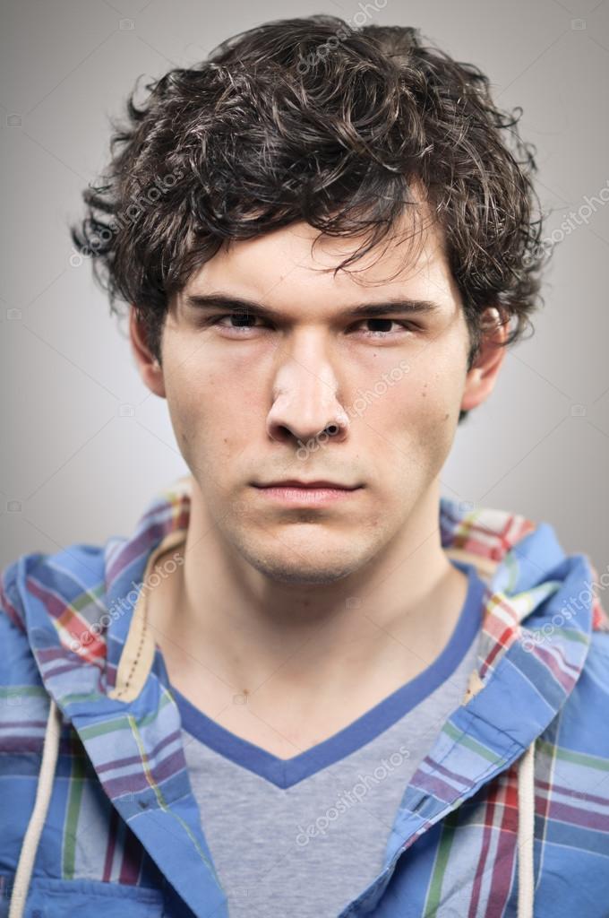 白人の男睨み怒っている縦位置 — ストック写真