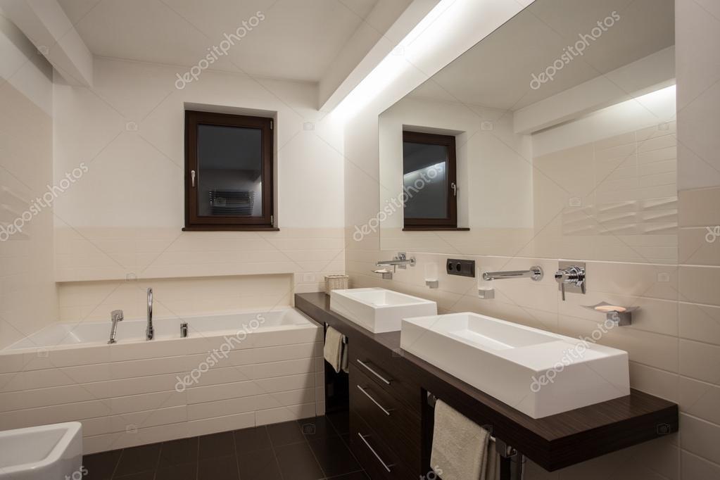 Travertin Haus   Creme Und Braun Farbe Im Bad U2014 Foto Von Photographee.eu