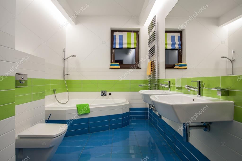 maison de travertin - salle de bain contemporaine — Photographie ...