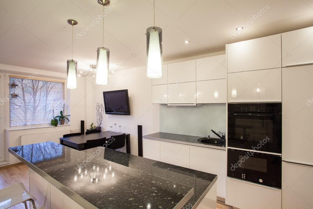 elegante appartamento - cucina e sala da pranzo — Foto Stock ...