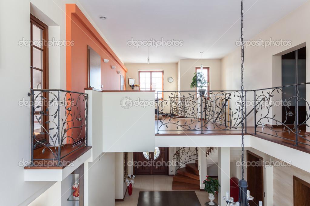 Elegante casa de dos pisos foto de stock for Pisos elegantes para casas