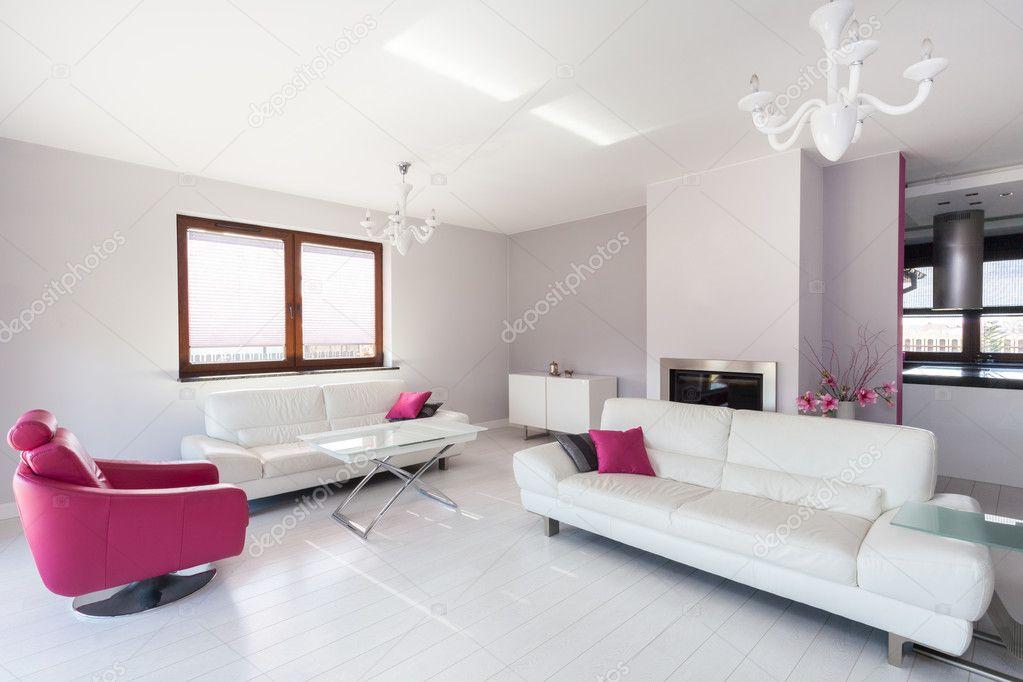 soggiorno cottage vivace - bianco e rosa ? foto stock ... - Soggiorno Bianco E Rosa