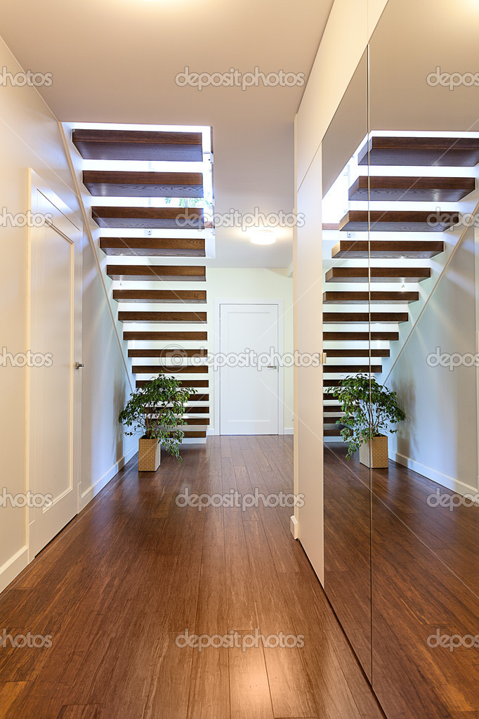 Spiegel Treppen hellen raum spiegel treppe stockfoto photographee eu 31498611