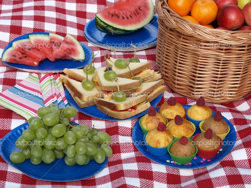 Alimentos para um piquenique fotografias de stock - Comida para llevar de picnic ...