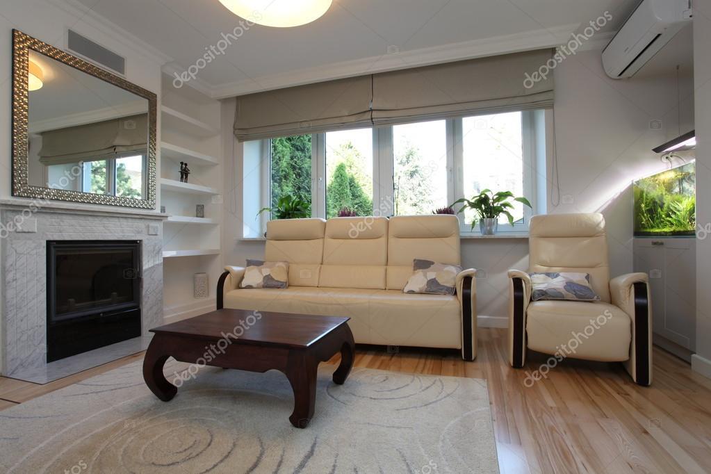 divano e poltrona, soggiorno — Foto Stock © photographee.eu #34061255