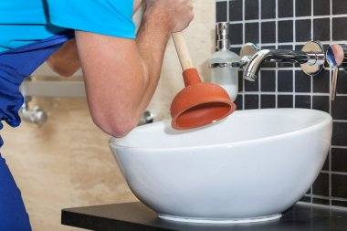Plumber with rubber plunger