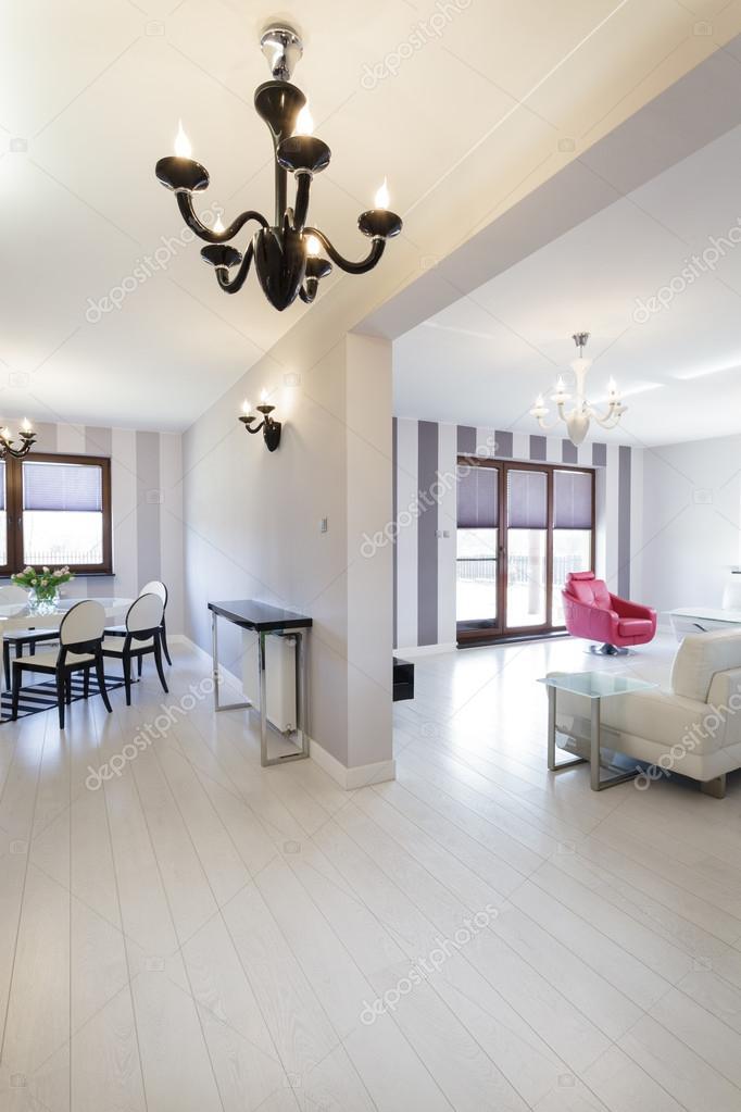 levendige cottage - woonkamer en eetkamer — Stockfoto © photographee ...