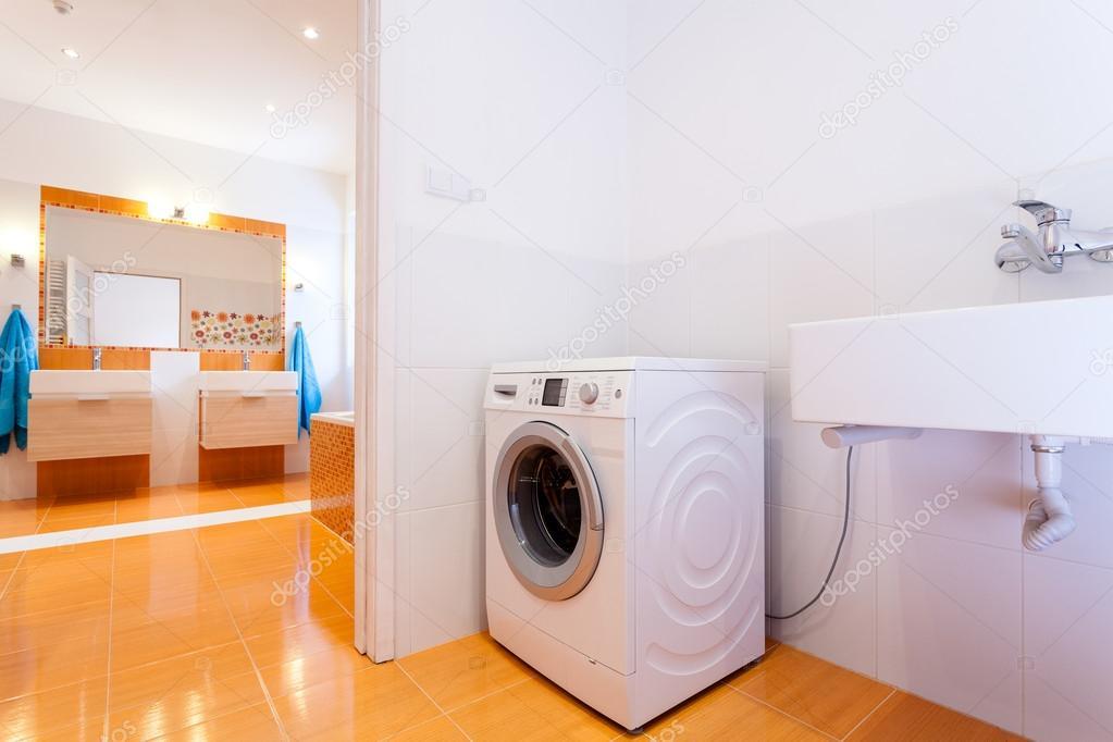 Bagno con lavatrice idee di design decorativo per interni con