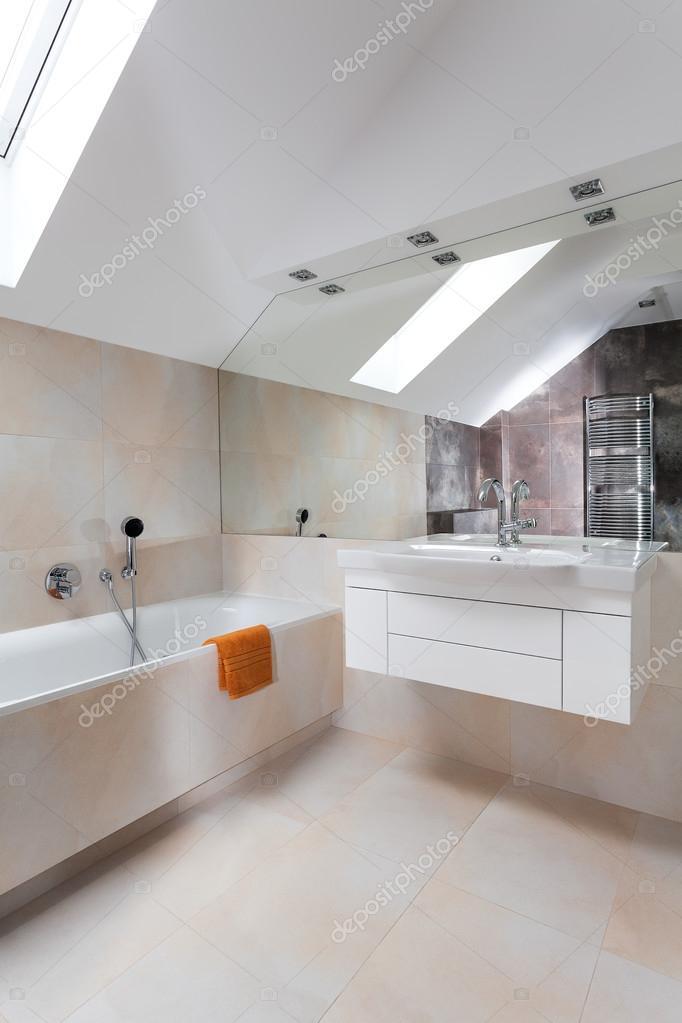 modernes badezimmer design — Stockfoto © photographee.eu ...