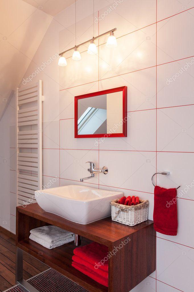 Casa Rubino Bagno Bianco E Rosso Foto Stock C Photographee Eu