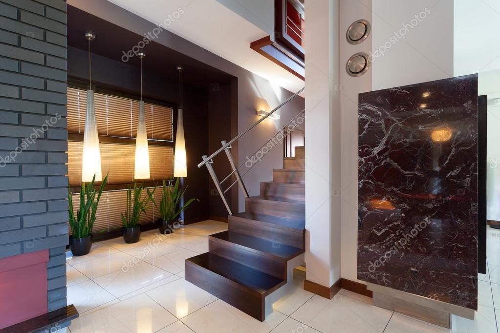 couloir avec escalier int rieur moderne photographie 41961841. Black Bedroom Furniture Sets. Home Design Ideas