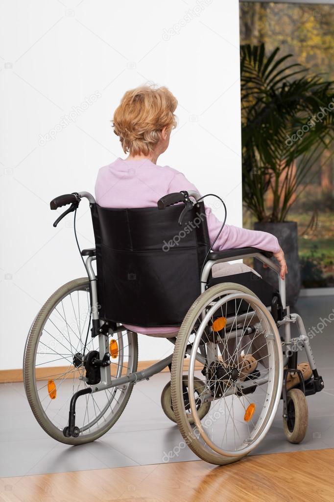 Petite light wheelchair for elderly lady — pic 11