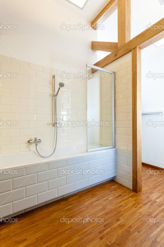 Interieur Aus Holz Und Moderne Badezimmer Stockfoto C Photographee