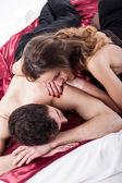 Az ágyban nagyon szexi pár