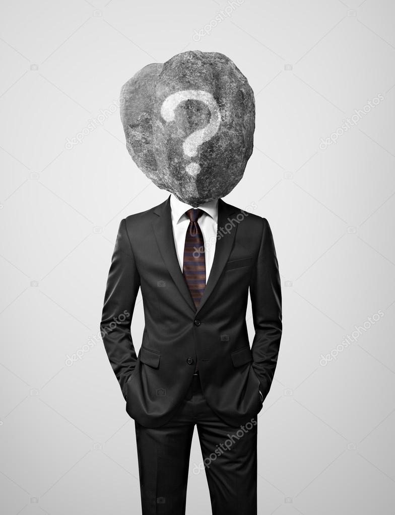 Joven empresario con piedra interrogante en su lugar principal y dibujado —  Fotos de Stock