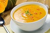 Fotografie squash polévka s rozmarýnem a paprikou