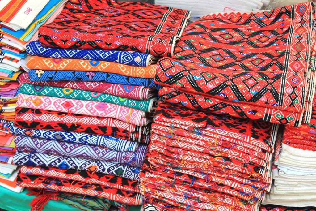 Armario De Quarto Solteiro Casas Bahia ~ tela tejida audazmente estampada en un mercadillo de artesanía mexicana u2014 Foto de stock