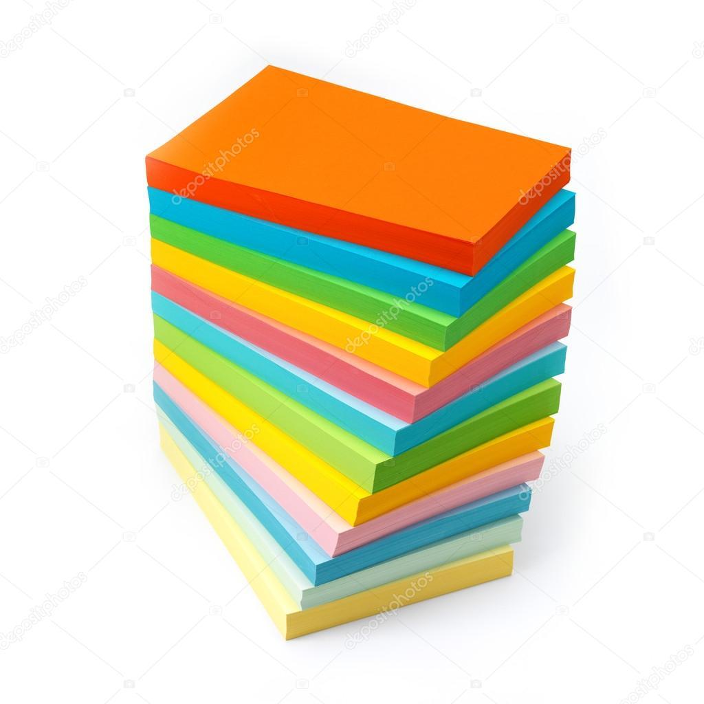 Стопка цветной бумаги фото