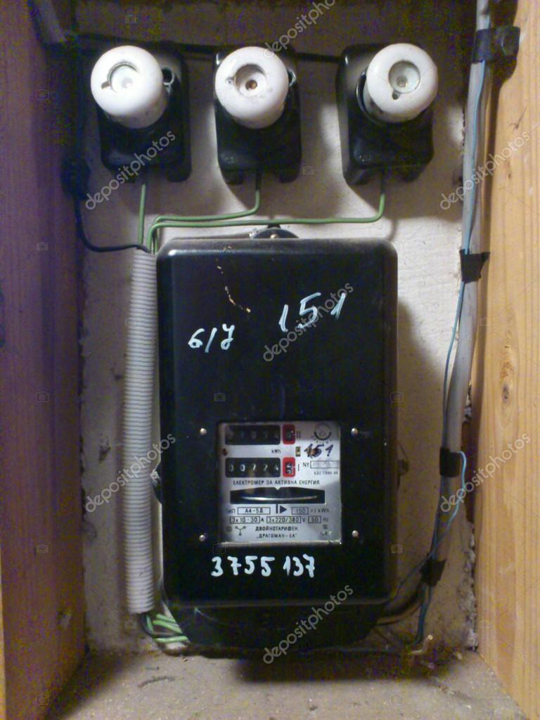 compteur lectrique electro noir blanc fusible photo ditoriale stanislav753 35421313. Black Bedroom Furniture Sets. Home Design Ideas