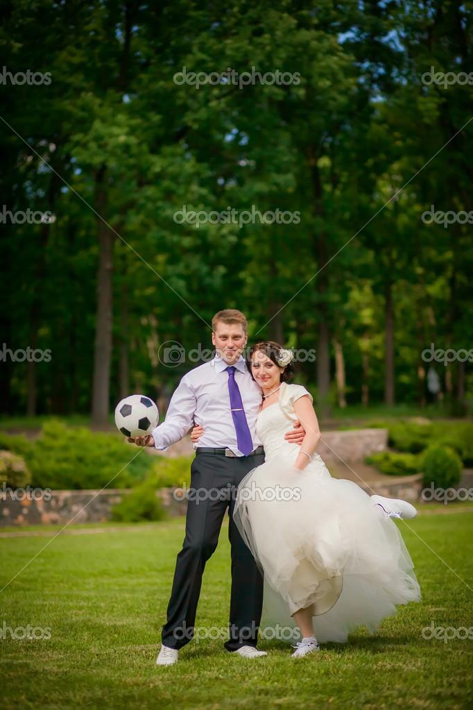 Novios Jugando Al Futbol Fotos De Stock C Hannanes 35782273