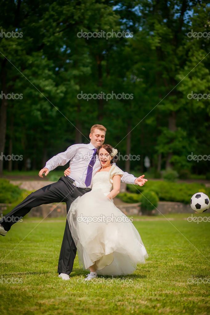 Novios Jugando Al Futbol Fotos De Stock C Hannanes 35782283