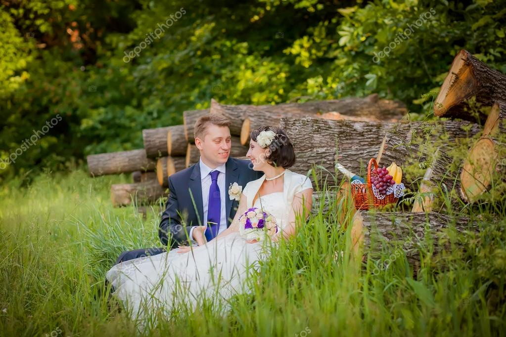 Groom and bride in the woods with a fruit basket