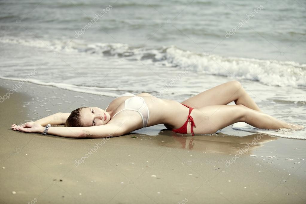 Жена загорает и позирует-фото, онлайн порно с сисястой русской
