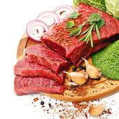 Fotografie rohes frisches Fleisch mit Gemüse
