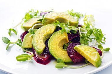 Beetroot and avocado salad with lemon