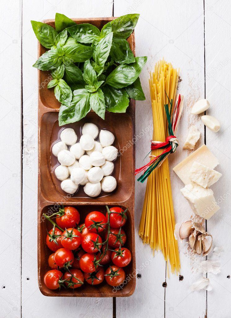 italyan bayrağı domates fesleğen mozzarella ile ilgili görsel sonucu