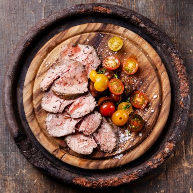 Roast beef with cherry tomatoes