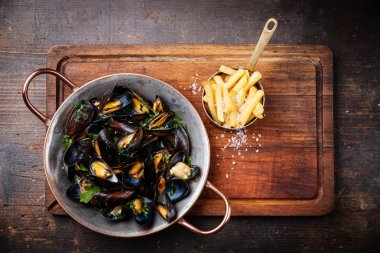 Mussels in copper cooking dish