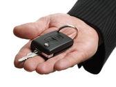 Übergabe einer Fahrzeugschlüssel