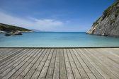 Fotografie molo na pobřeží