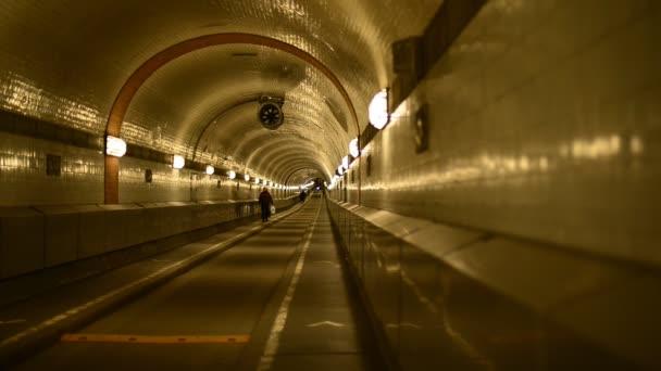 alte Elb-Tunnel im Hamburger Hafen